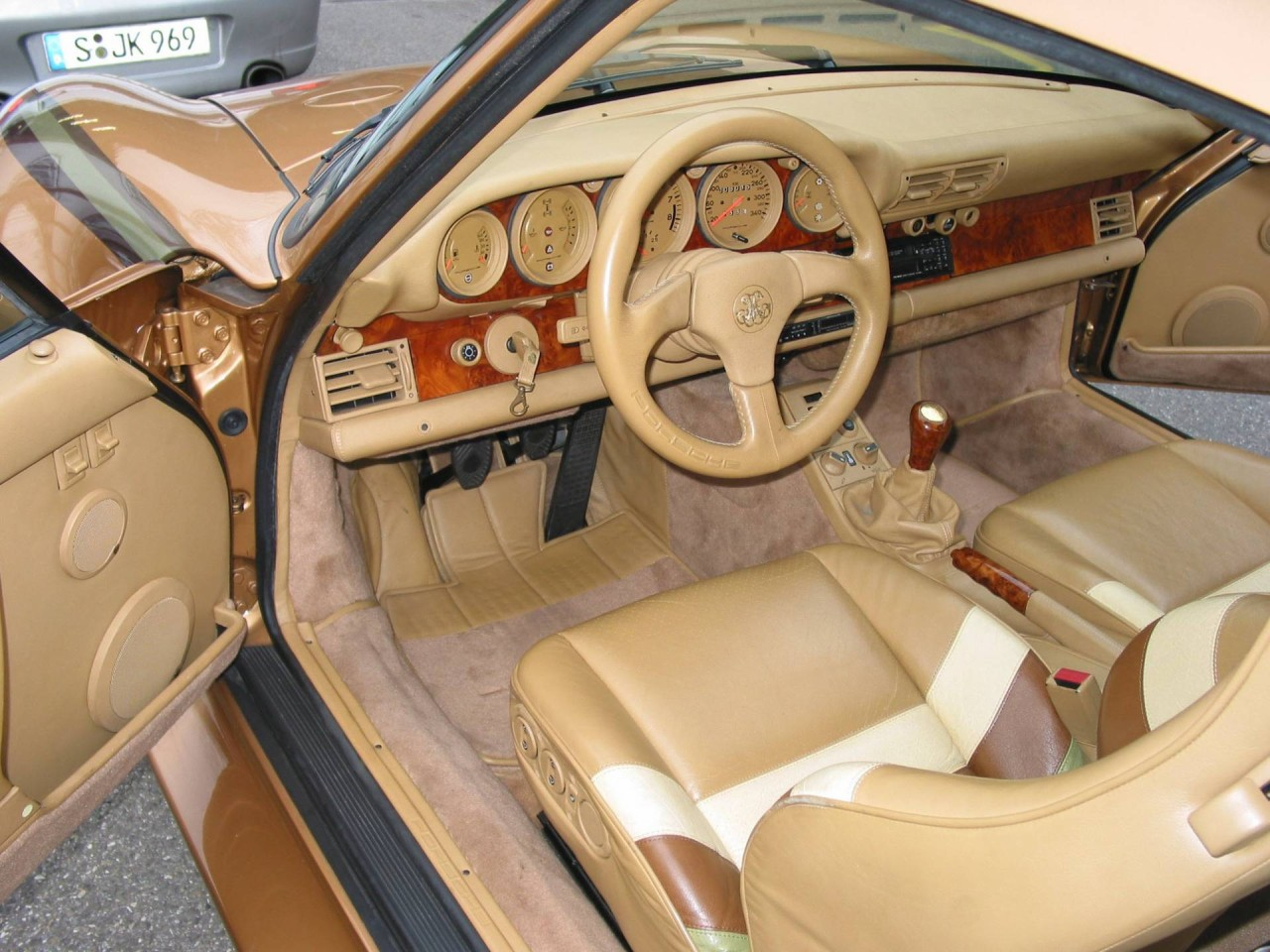Porsche 959 dorado