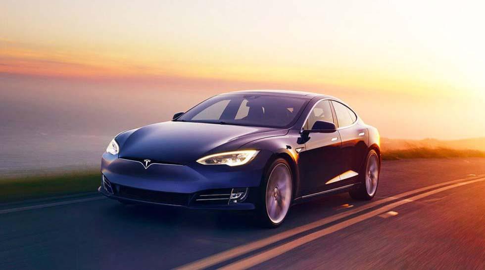 Tesla V10 es el modelo que incluye la nueva función