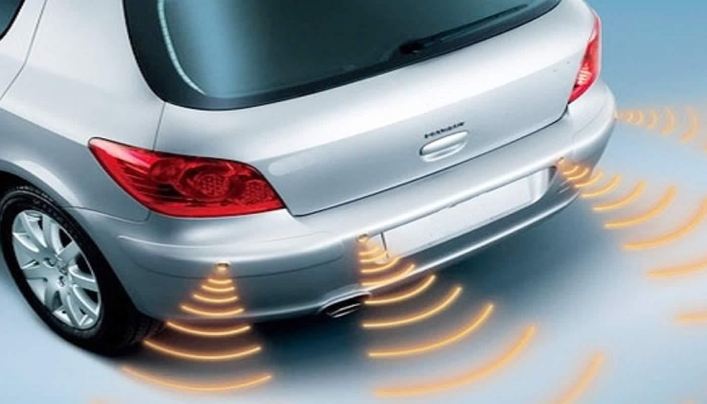 Sensores de reversa coche de color plata