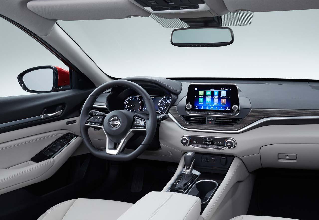 El Nissan Altima también cambió en su interior