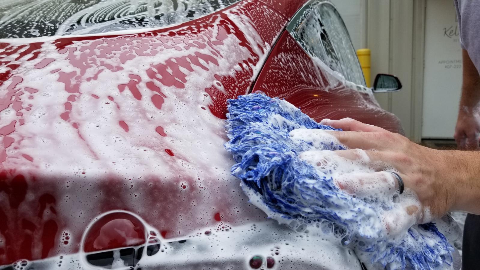 Lavar autos electricos