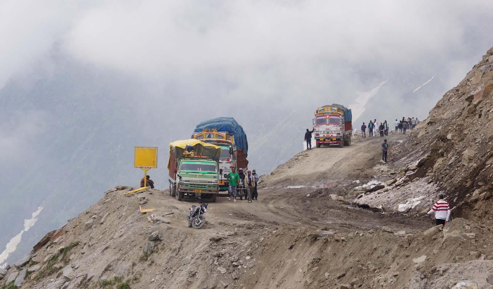 Las carreteras mas peligrosas del mundo Paso de Rohtang en India