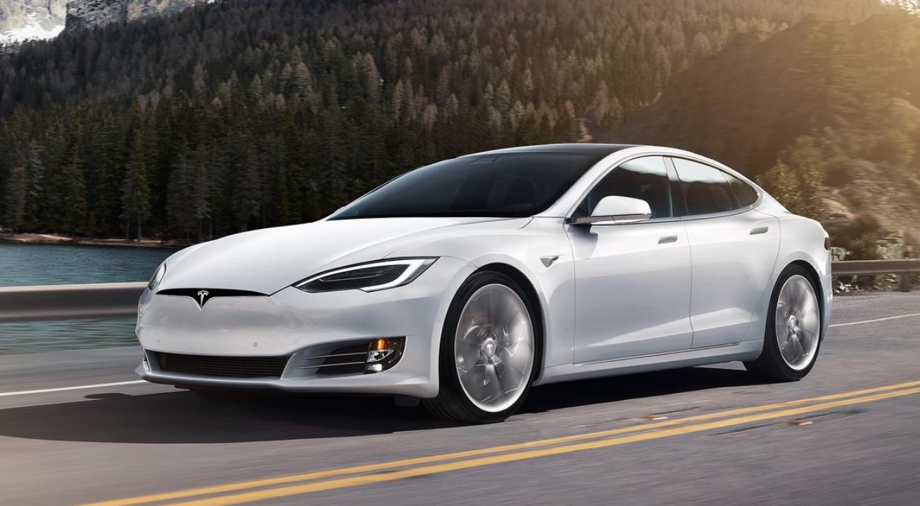 El Tesla Model S P100D logró despegar antes que el Porsche Taycan Turbo S