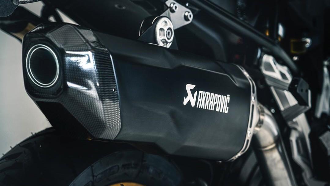 Akrapovič tiene acuerdos de colaboración con varios fabricantes de motos y autos