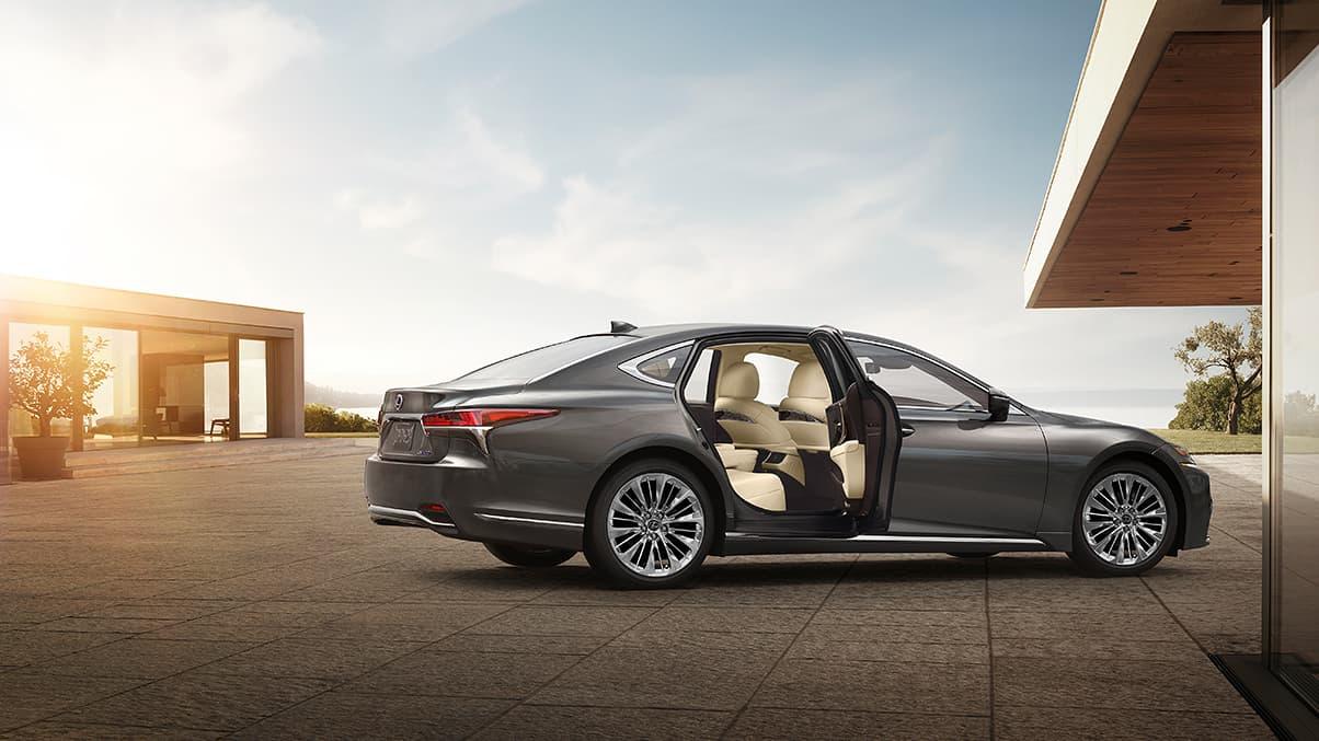 El Lexus LS 500h es un sedán que apunta a la clase alta del país