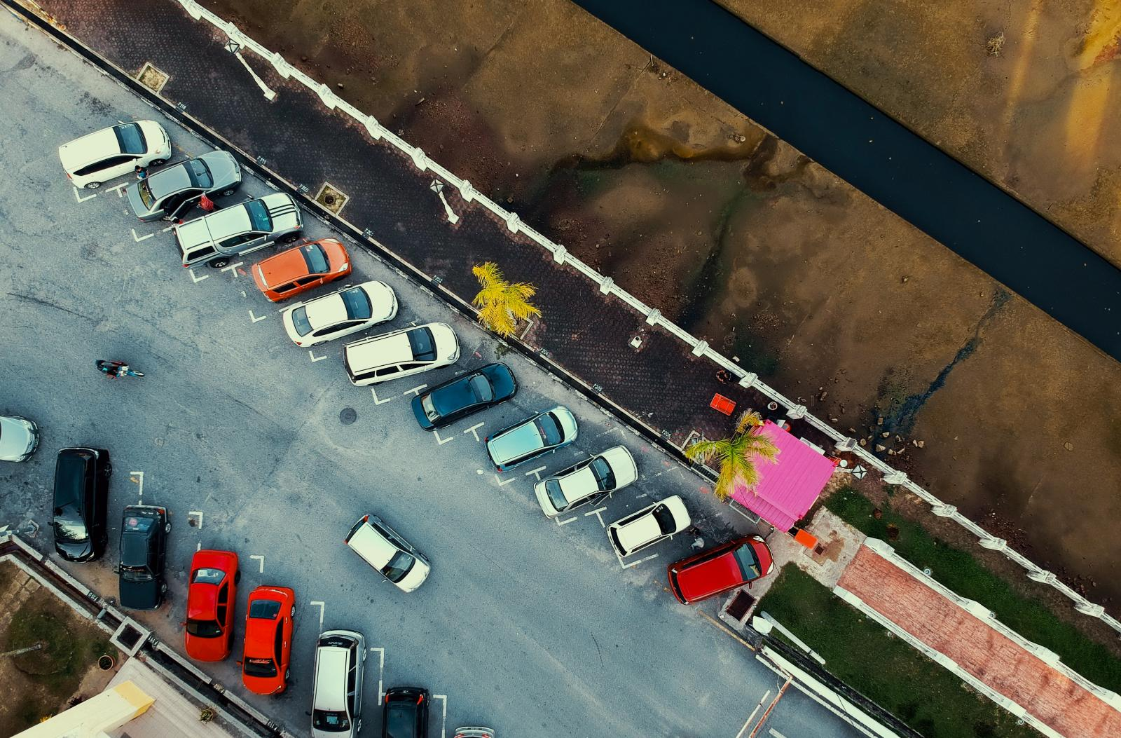 Esta es la mejor estrategia para encontrar un lugar de estacionamiento