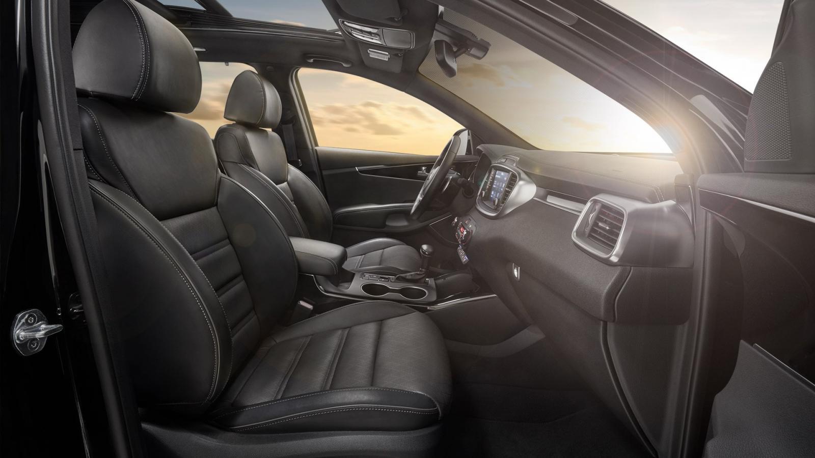 El interior de la Kia Sorento 2020 precio se caracteriza por su amplitud y múltiples tecnologías