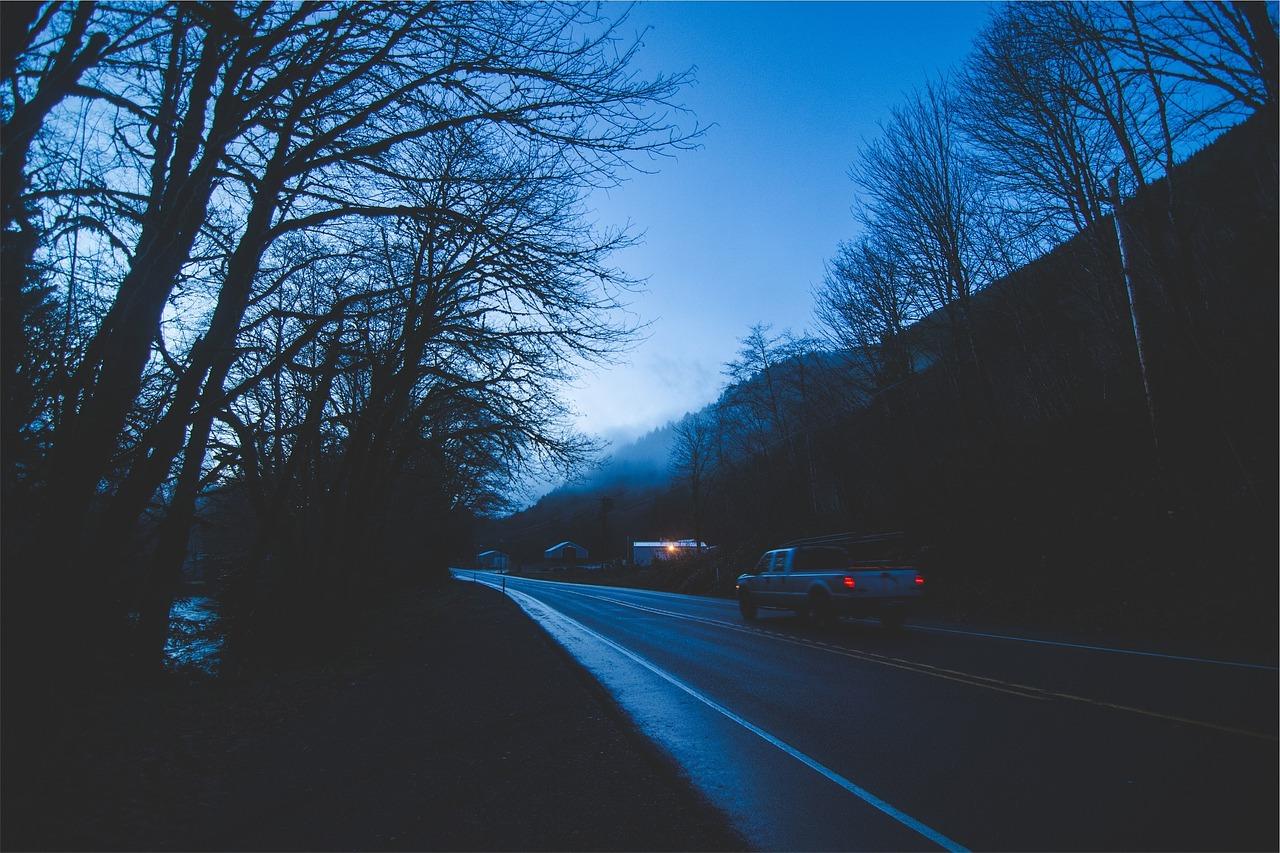 Conducción al amanecer