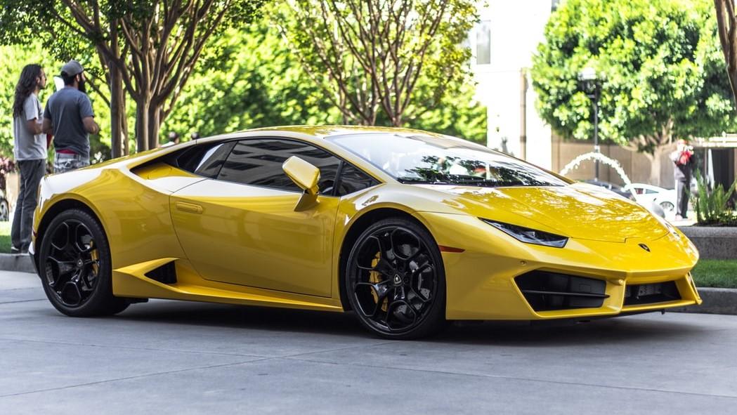 Aerodinamica coches Lamborghini de color amarillo
