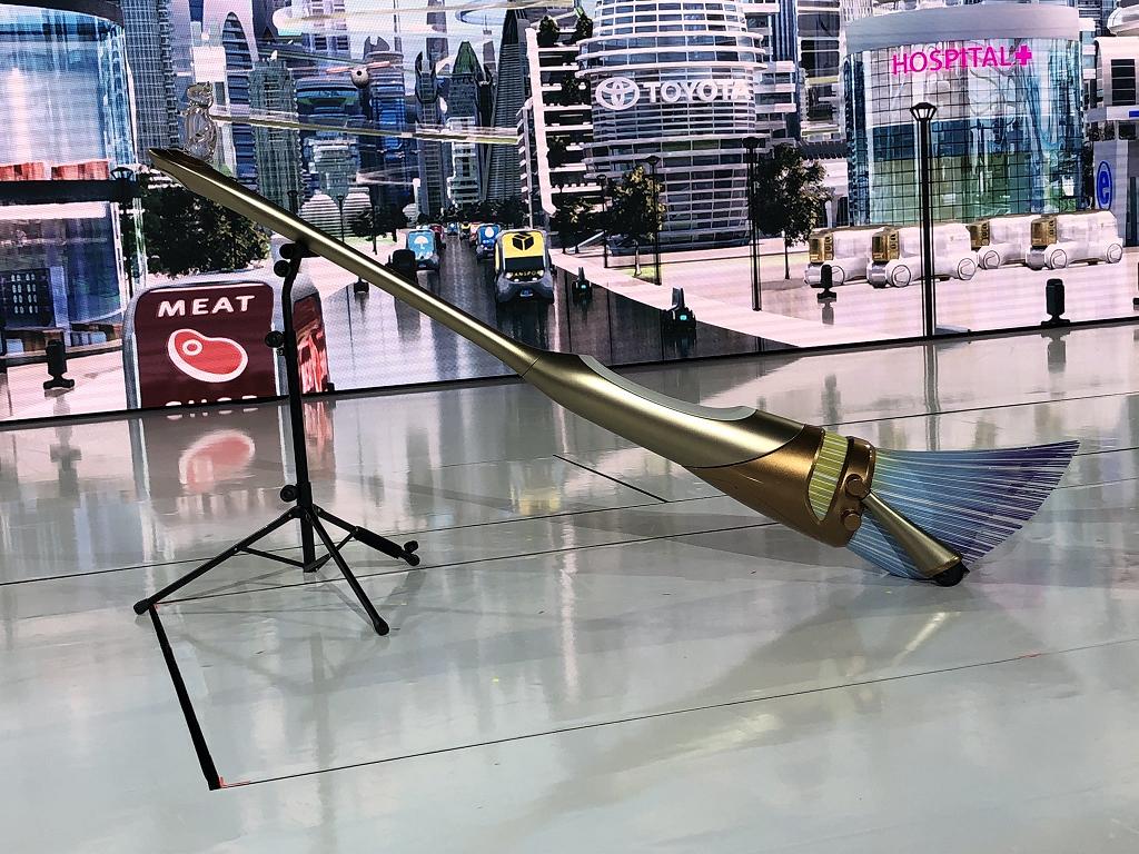Toyota presentó su primera escoba voladora