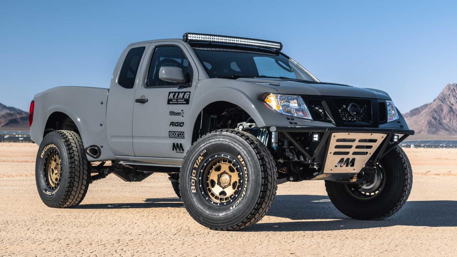 La Nissan Frontier Desert Runner lleva placas en la zona baja para proteger algunos componentes fundamentales de los impactos