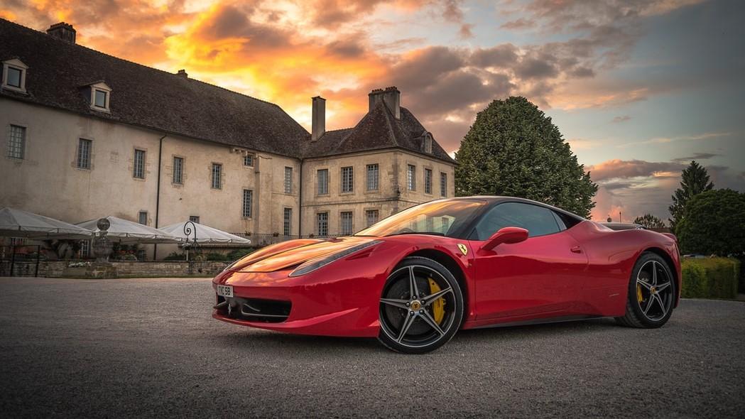 Ferrari y Armani son referentes dentro de sus respectivos campos