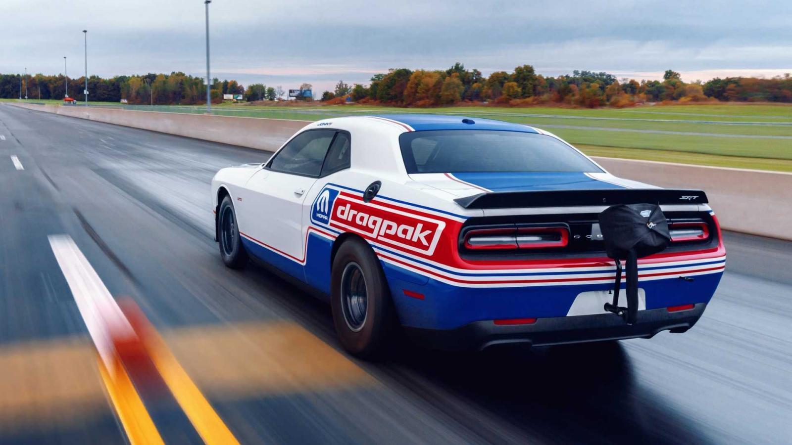 El Dodge Challenger Drag Pak 2020 apela al diseño utilizado por los muscle cars de la década de los 70