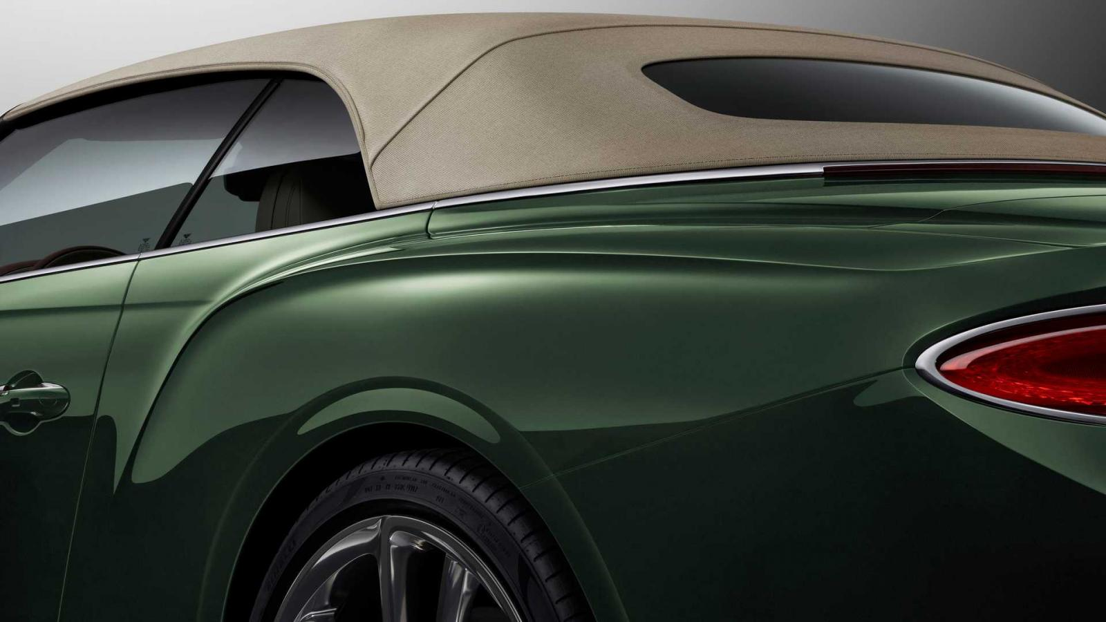 El techo de tweed del Bentley Continental GT Convertible le da un toque de mayor exclusividad