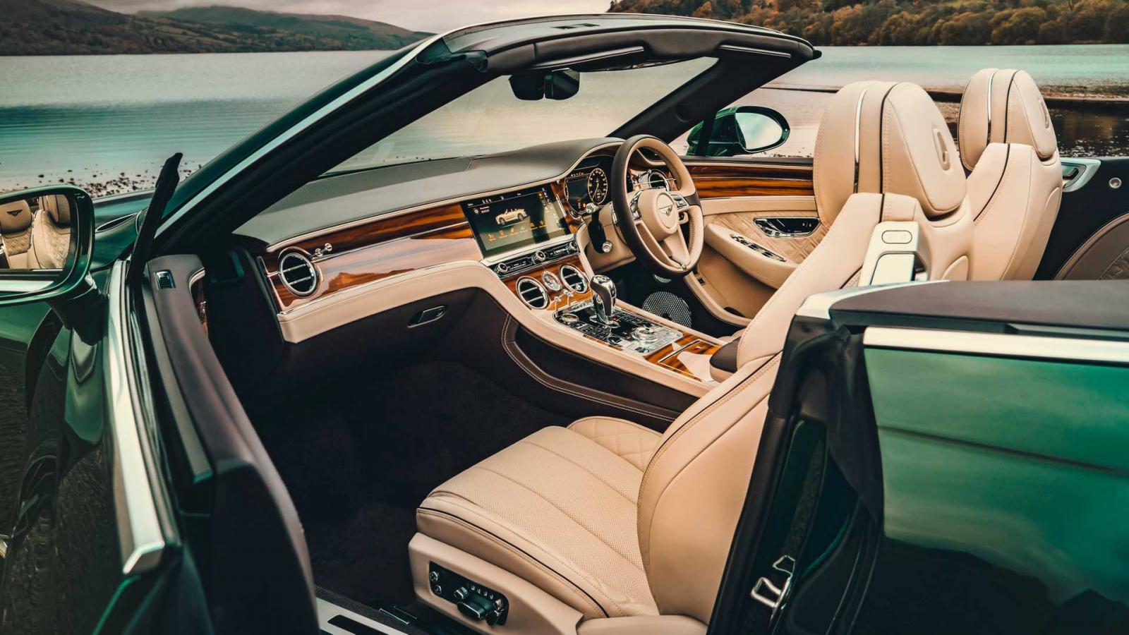El techo de tweed del Bentley Continental GT Convertible se comporta de manera eficiente a la hora de desplegarse