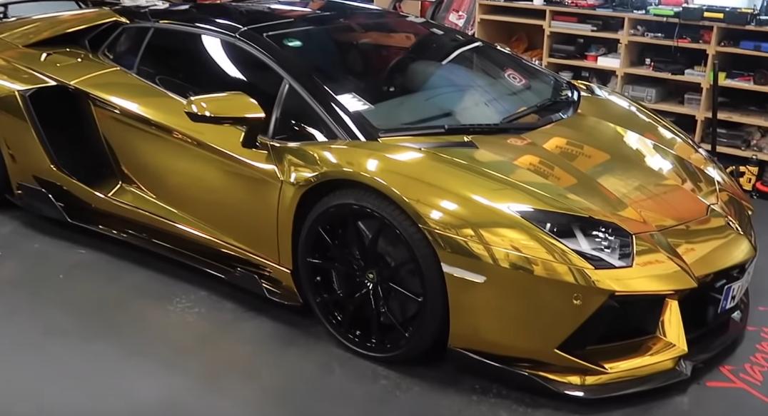 El Lamborghini Aventador de Aubameyang era de color oro antes de adquirir su tonalidad plateada