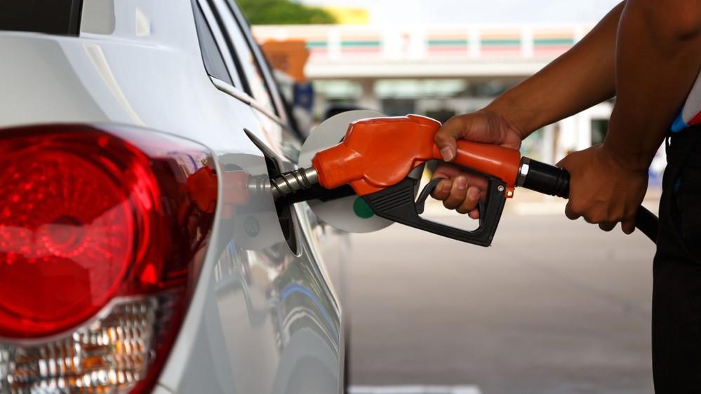 Olores que indican problemas en tu auto: Carga gasolina