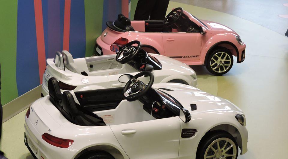 Autos miniatura ayudan a niños a lidiar con cirugías