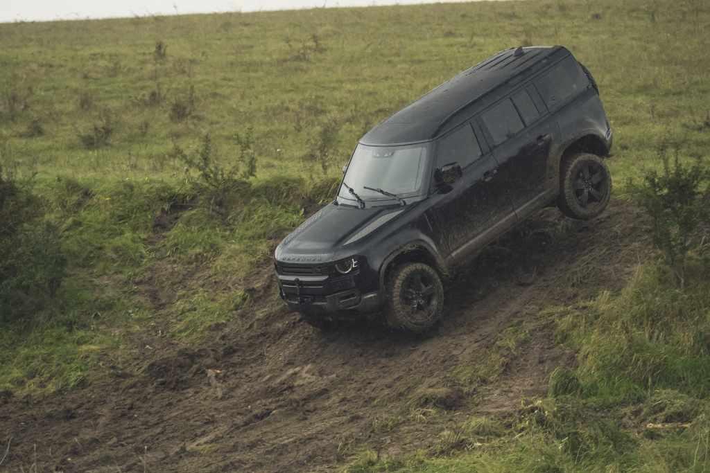 Video: La nueva Land Rover Defender estará en la nueva película de James Bond