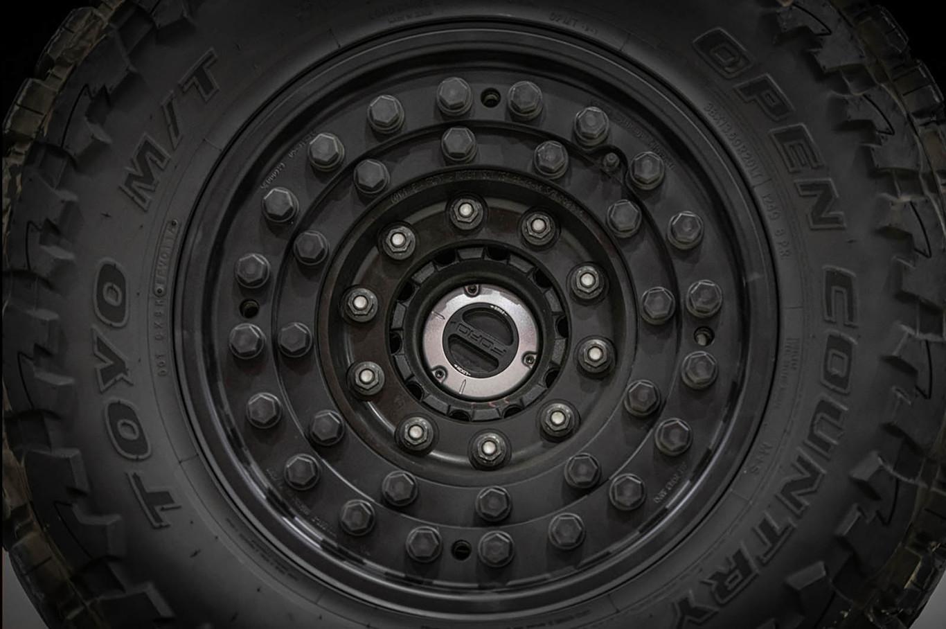 La Inkas Sentry Civilian equipa neumáticos run-flat para seguir rodando en caso de presentar algún daño