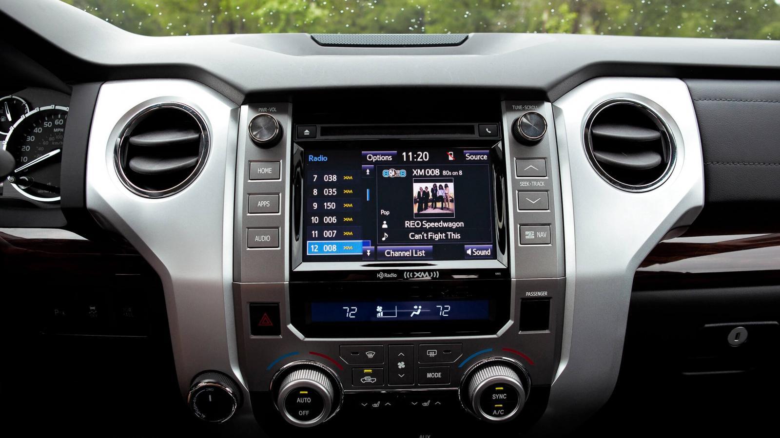 La Toyota Tundra 1794 2020 tiene una cabina donde todavía encontramos plásticos duros que no generan las mejores sensaciones