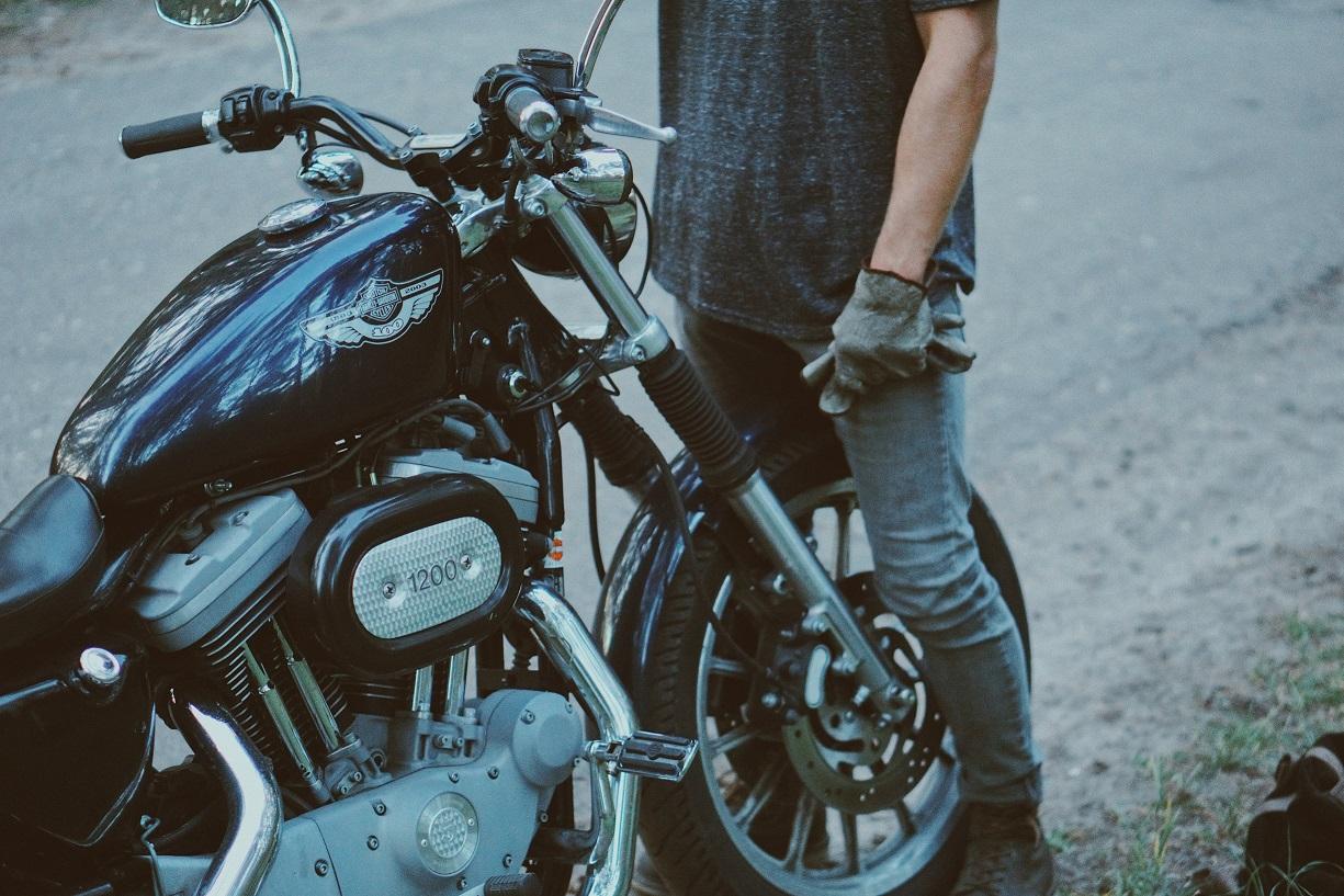 Compra de motos usadas moto de color negro