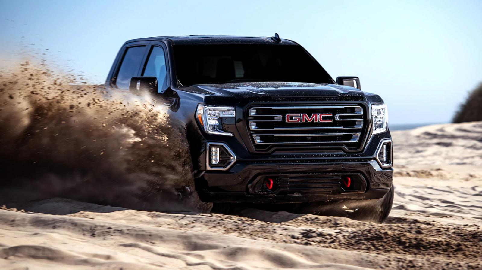La GMC Sierra AT4 2020 lleva suspensión elevada para enfrentar con mayor confianza las aventuras off-road
