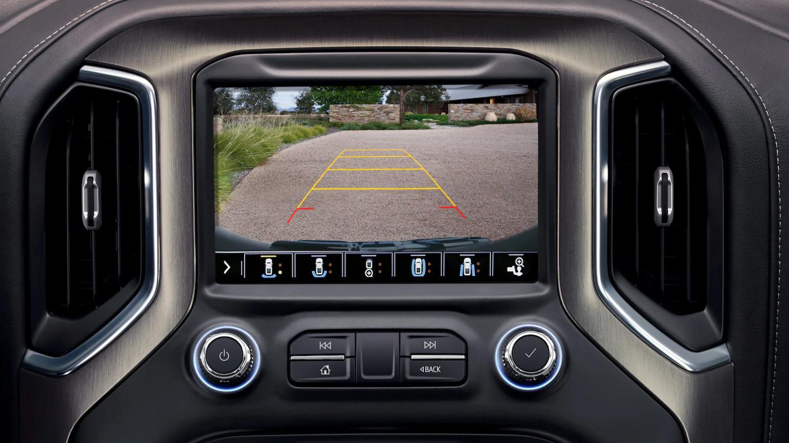 La GMC Sierra AT4 2020 presume una pantalla táctil de 8 pulgadas