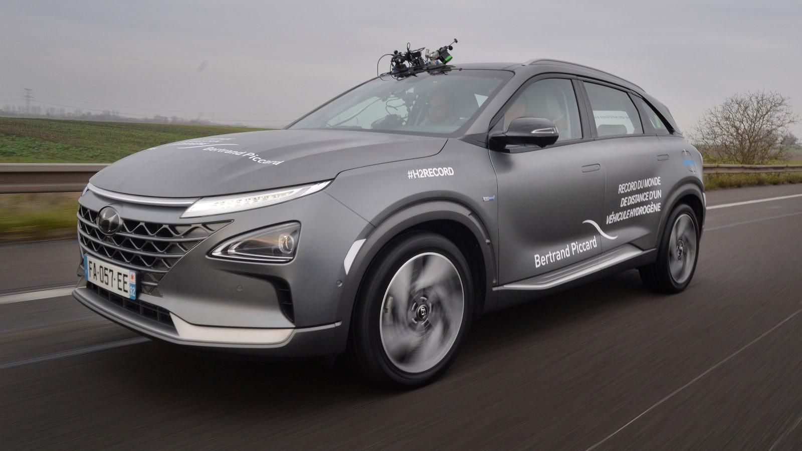 La Hyundai Nexo lleva 3 tanques de combustible de 52 litros cada uno
