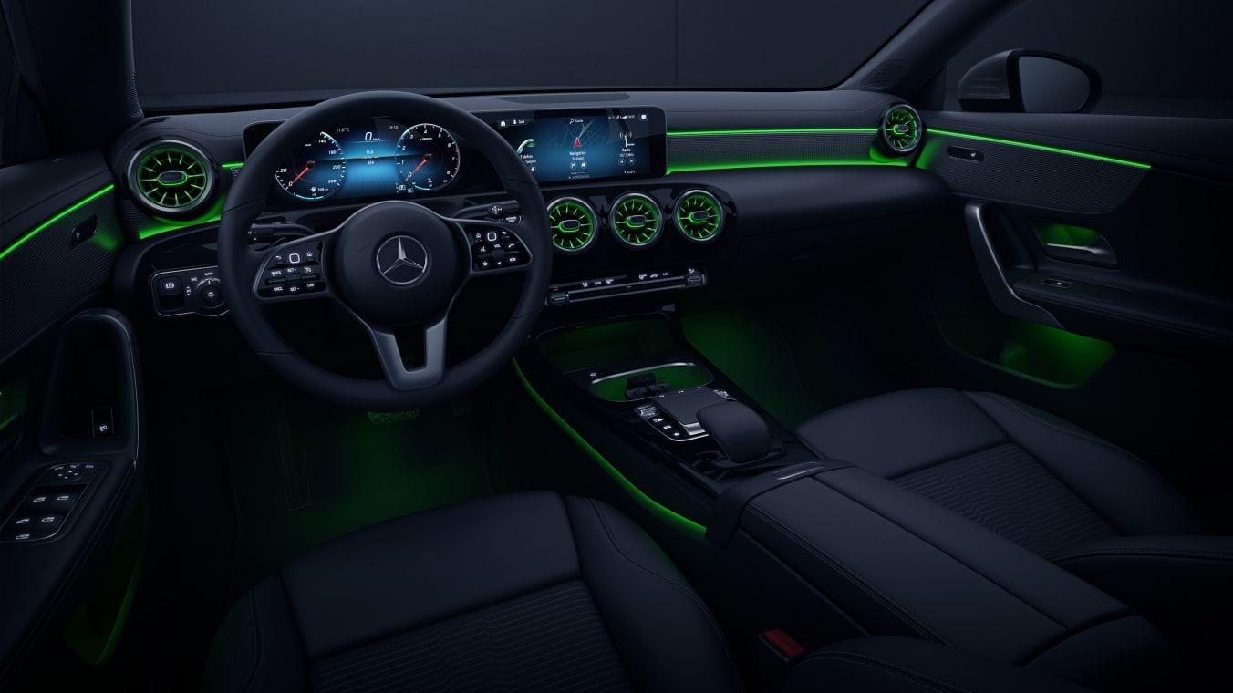 Cómo cuidar la iluminación interior de tu vehículo