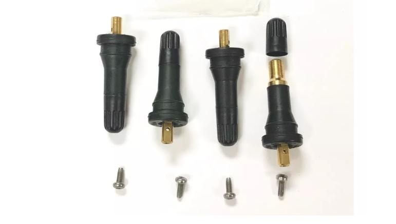 Las válvulas de los neumáticos deben reemplazarse cada cierto tiempo debido a que sufren un deterioro natural