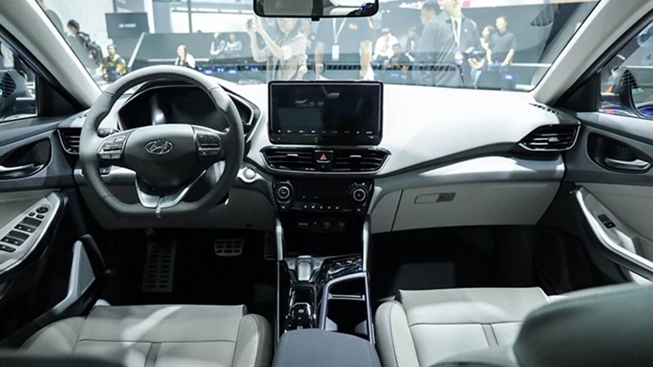 Entre las virtudes del Hyundai Lafesta EV se encuentra su cabina con buen equipamiento tecnológico