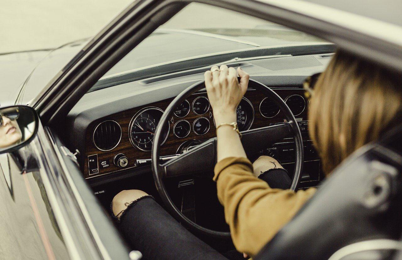 Los autos antiguos tienen dirección mecánica