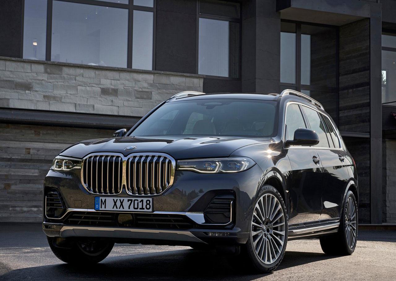 La BMW X7 xDrive40iA Pure Excellence 2020 tiene faros alargados