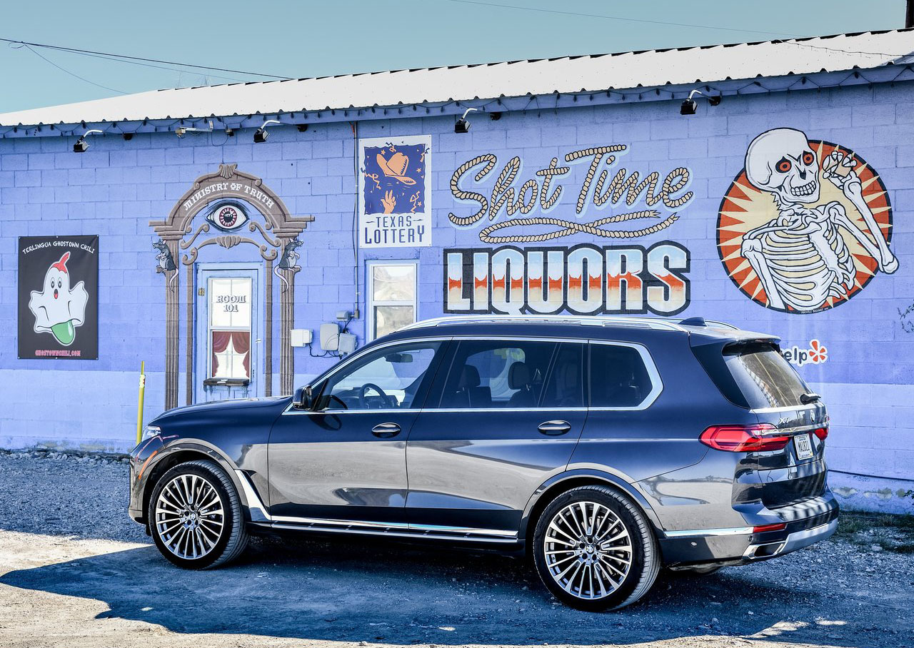 La BMW X7 xDrive40iA Pure Excellence 2020 es una SUV de lujo