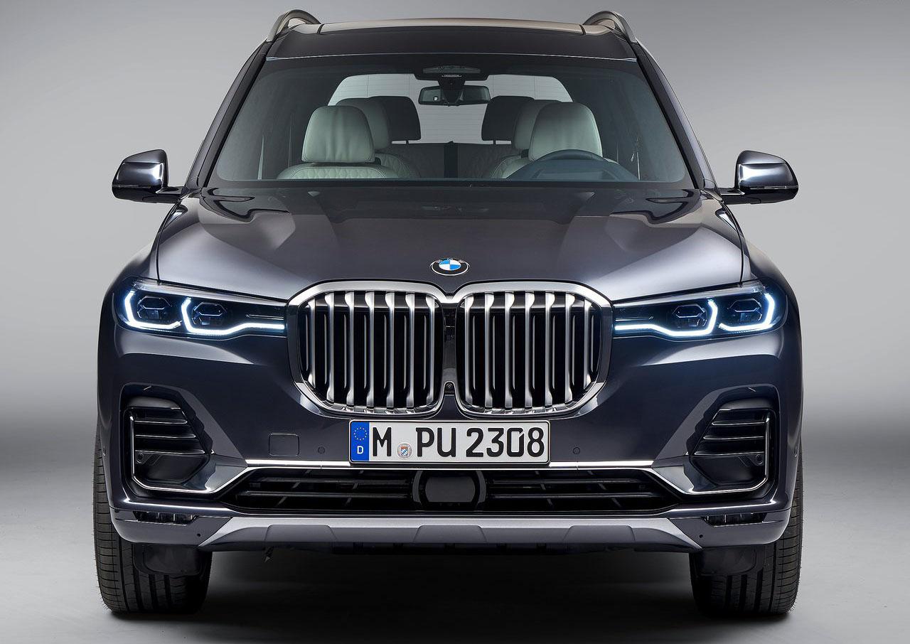 La BMW X7 xDrive40iA Pure Excellence 2020 tiene un diseño característico