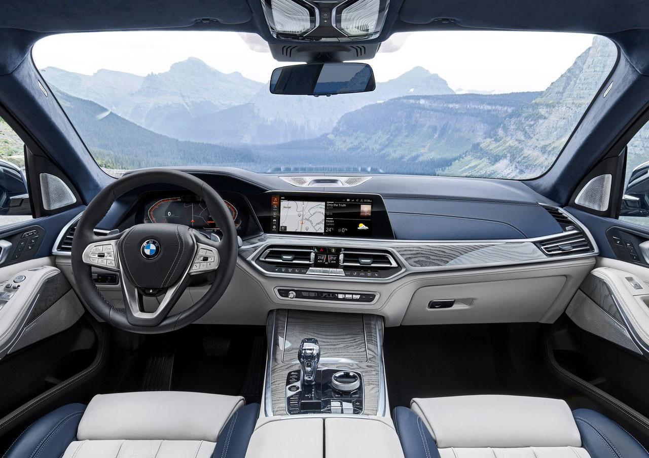 La BMW X7 xDrive40iA Pure Excellence 2020 goza de mucho equipamiento