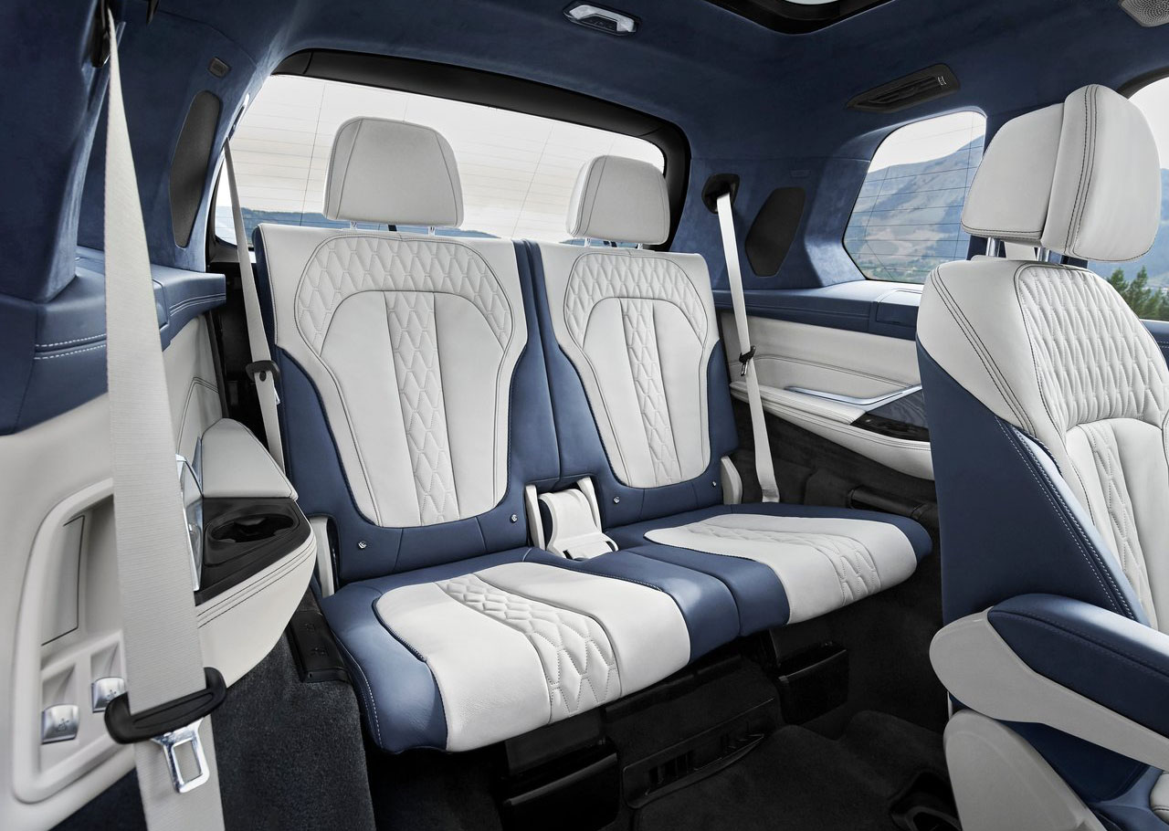 La BMW X7 xDrive40iA Pure Excellence 2020 tiene tres filas de asientos