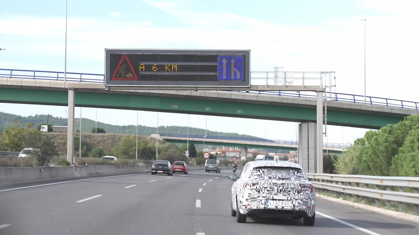 El auto de SEAT que platica con los semáforos
