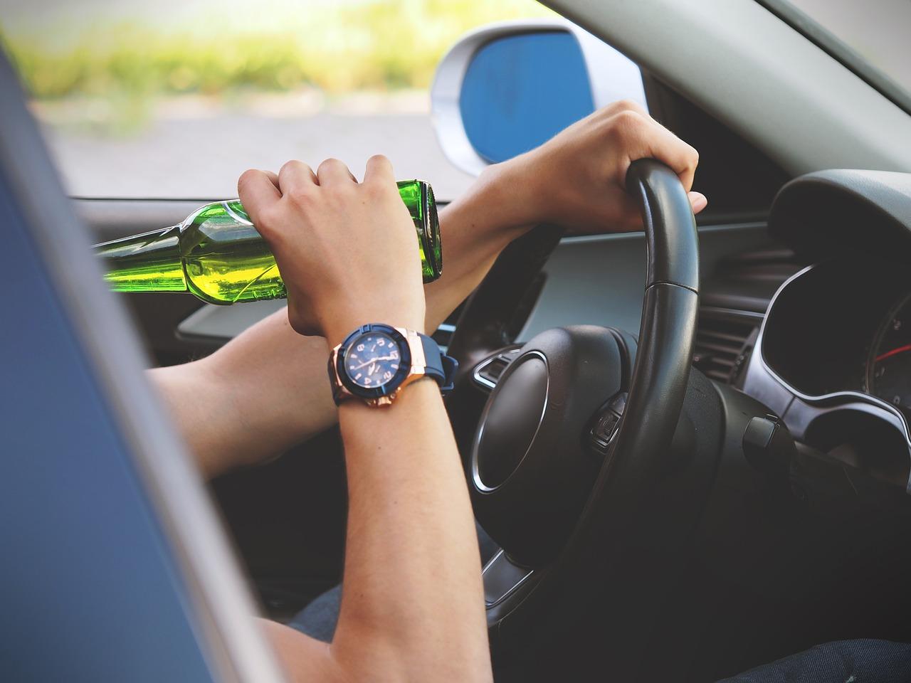 Beber mientras manejas es muy peligroso