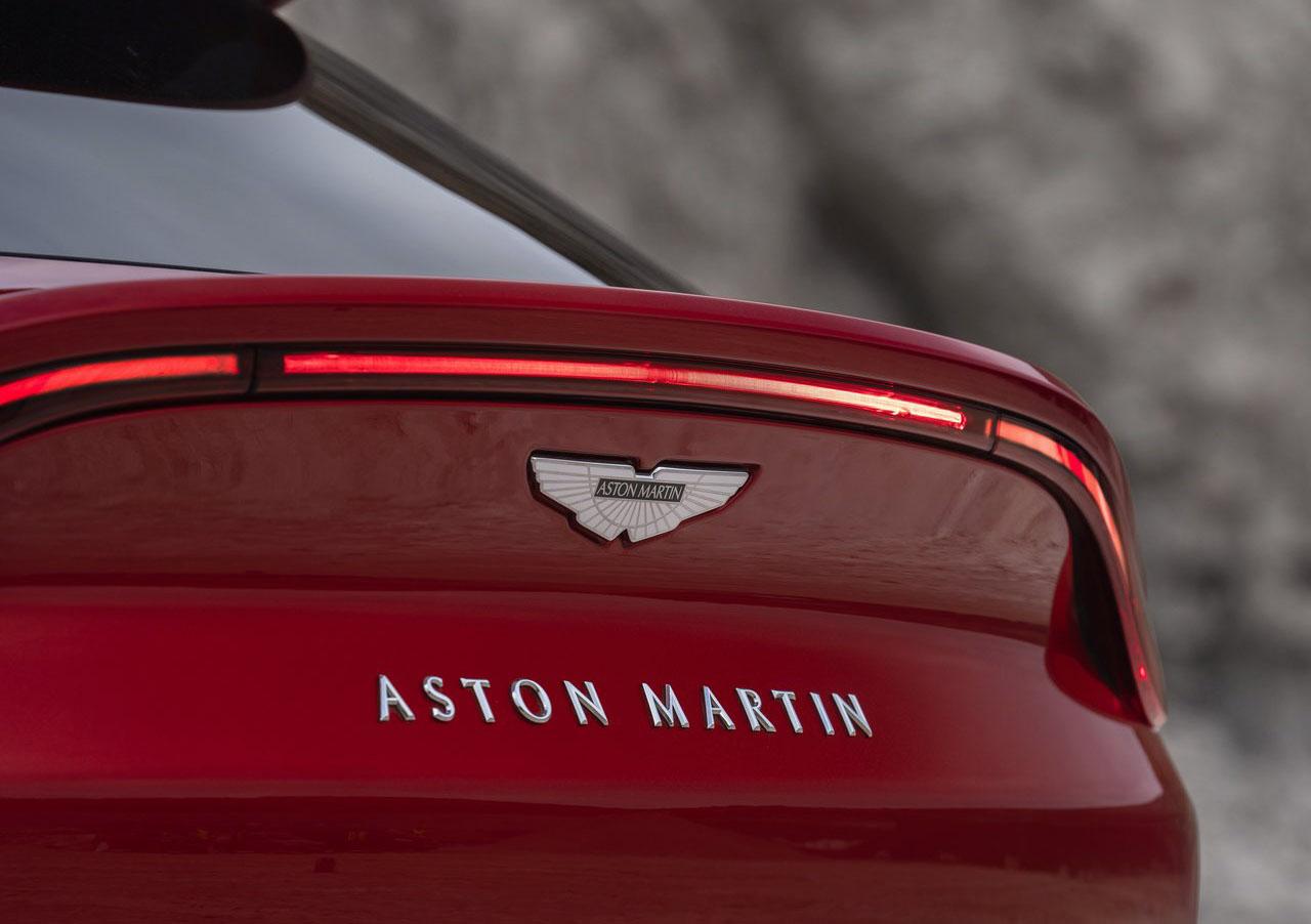 Aston Martin abre una nueva planta para construir la DBX