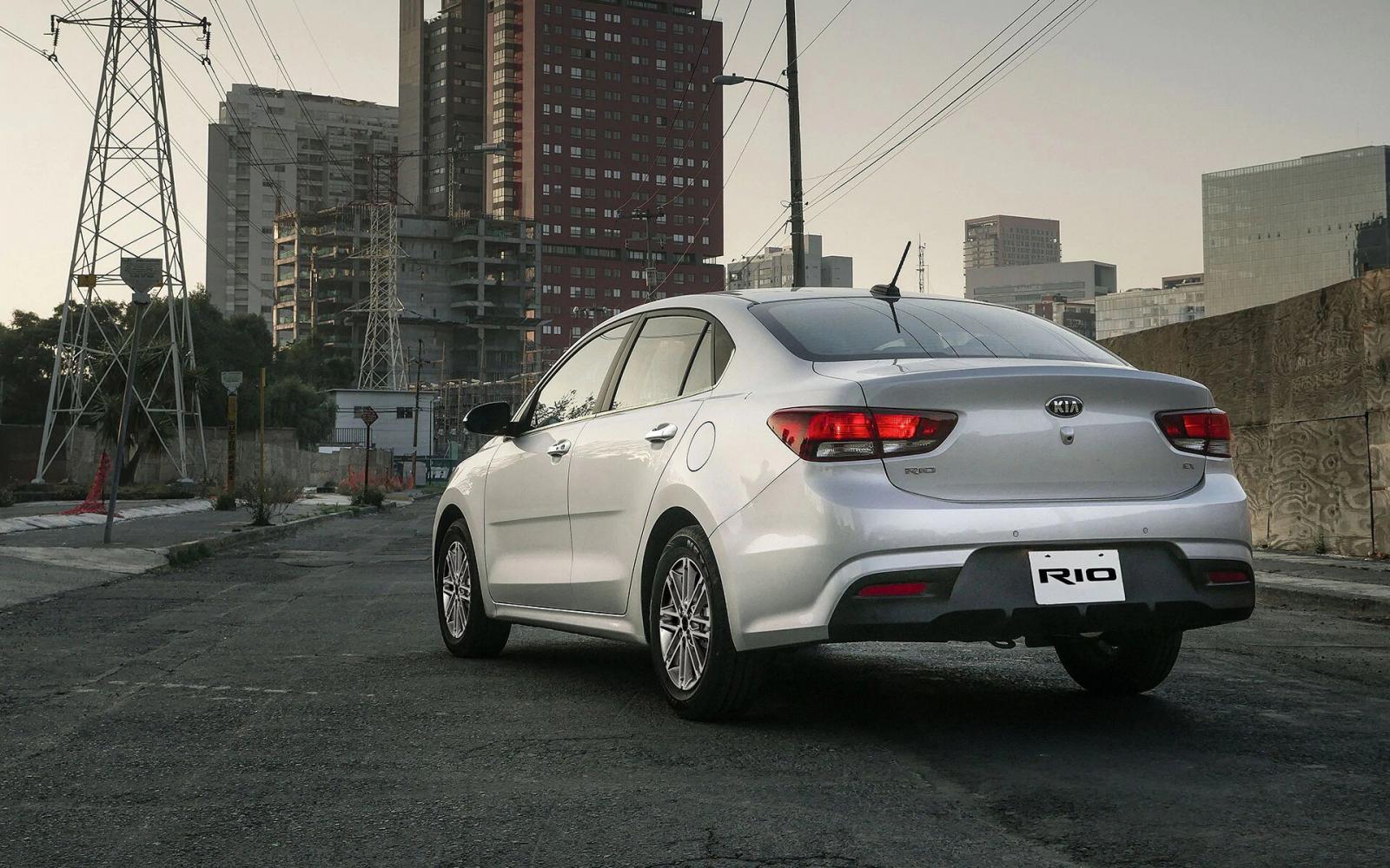 El Kia Rio Sedán EX AT 2020 prioriza el rendimiento de combustible