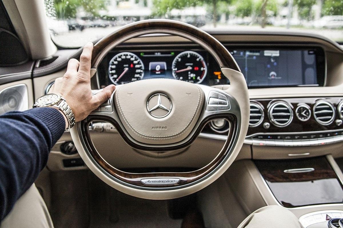 Malos hábitos al conducir que dañan tu auto Mercedes-Benz