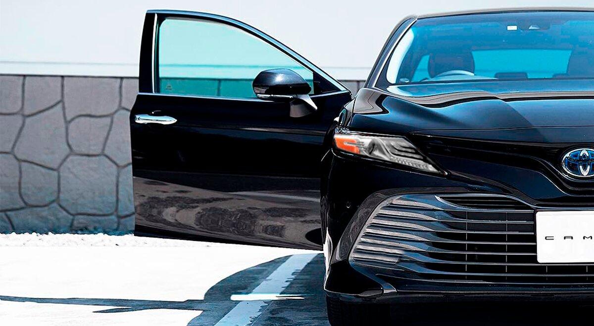 El diseño de Toyota Camry Hybrid 2020 resena opiniones no cae en decisiones extravagantes