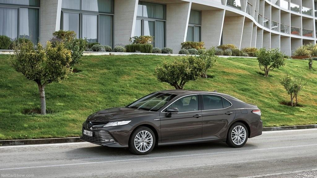 Sobresale por una conducción eficiente en materia energética Toyota Camry Hybrid 2020 resena opiniones