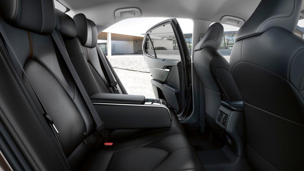 Los ocupantes de las plazas traseras de Toyota Camry Hybrid 2020 resena opiniones gozarán de gran espacio
