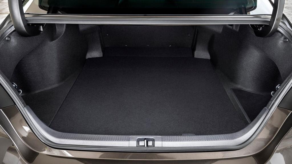 Toyota Camry Hybrid 2020 resena opiniones cajuela ofrece gran capacidad de almacenamiento