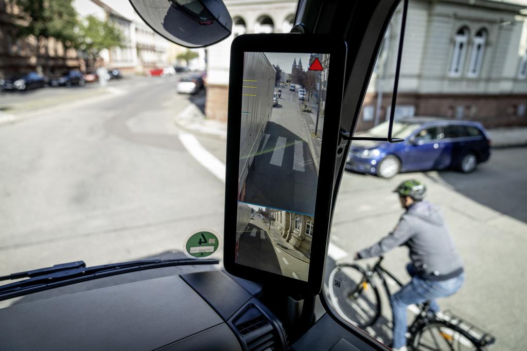 Sistema cámaras espejo Mercedes-Benz