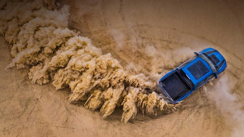 Ford Raptor 2020 precio Se comporta de forma salvaje en el off-road, pero en ciudad las maniobras podrían complicarse por su tamaño monumental