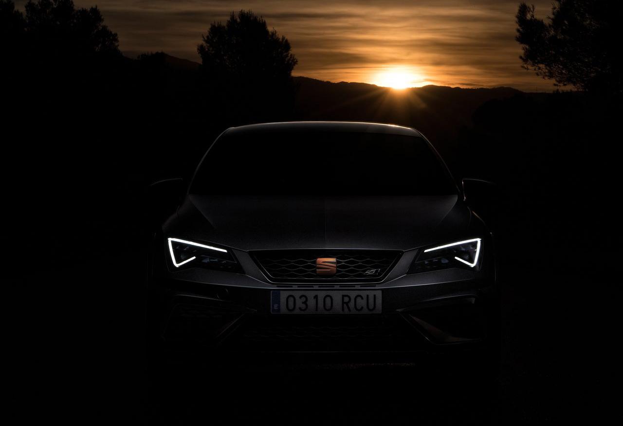 El SEAT León Cupra 2020 resena opiniones tiene luces con tecnología LED